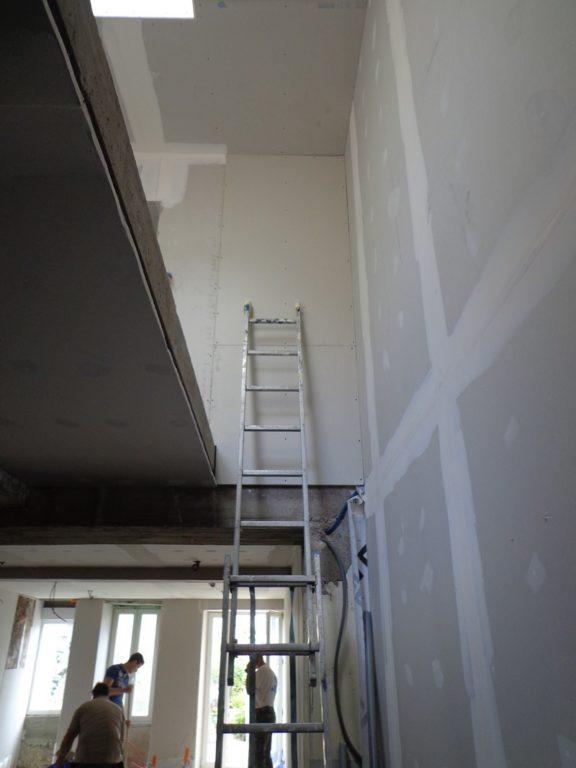 tremie escalier partiellement habillée placo