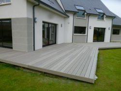 Terrasse-en-bois-composite-gris
