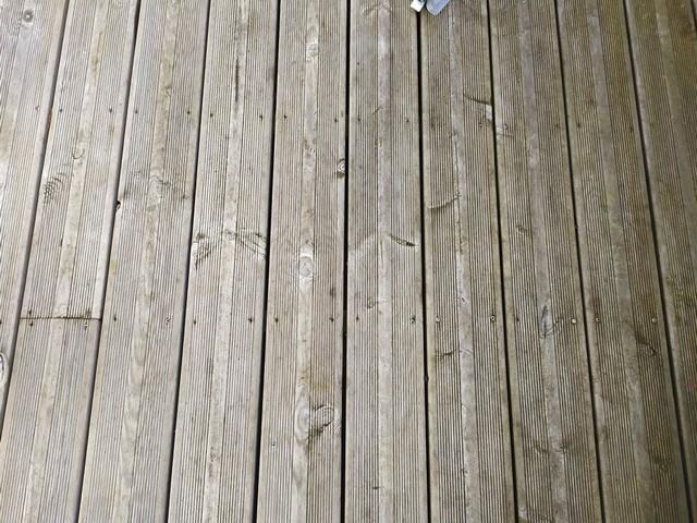 Terrasse en bois pas chère pas entretenue
